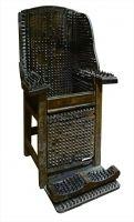 ≪刺(とげ)のある椅子≫ 19 世紀 ローテンブルク中世犯罪博物館(ドイツ)ℂThe Mainichi Newspapers